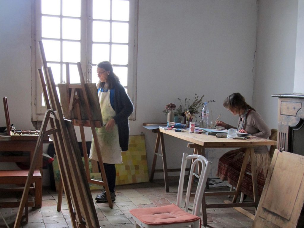 marianne and fiitje working in sudioj